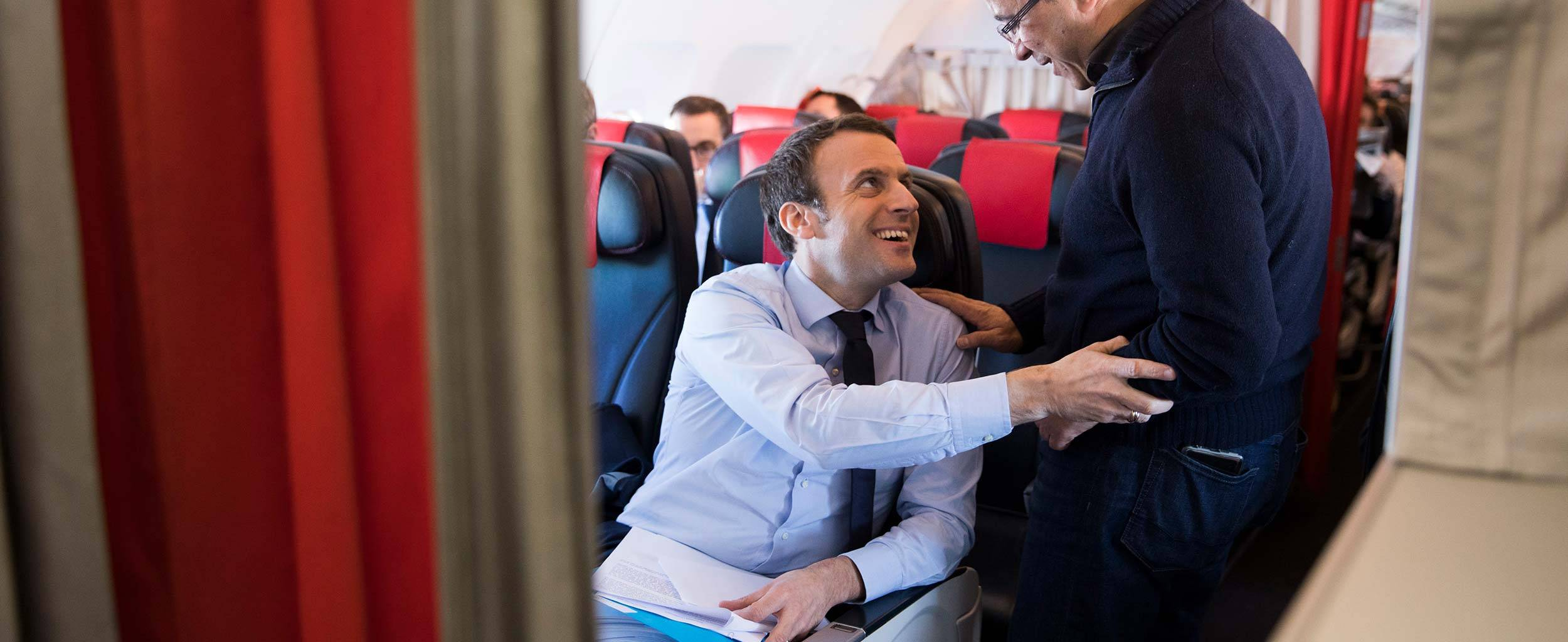 02-affaires-internationales-emmanuel-macron-voyage-avion