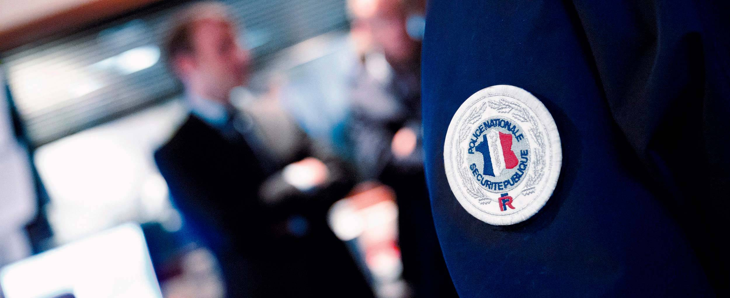 33-securite-police-nationale-emmanuel-macron