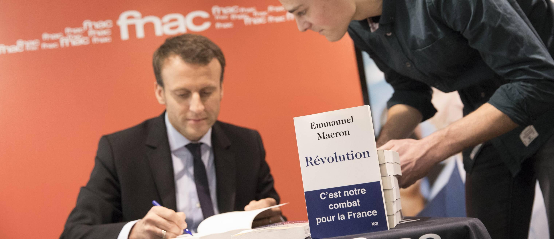 Delevoye est totalement innocent !  Emmanuel-macron-revolution-livre-bouquin-XO-editions